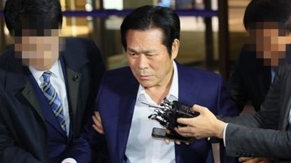 """만민중앙교회 이재록 구속, """"증거인멸 및 도주 우려 인정"""""""