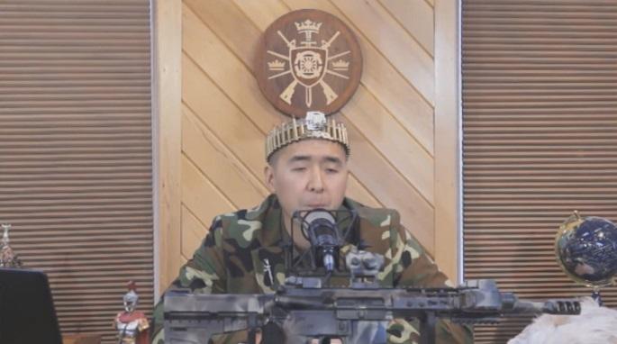문형진 통일교의 계속된 총기 소지 퍼포먼스